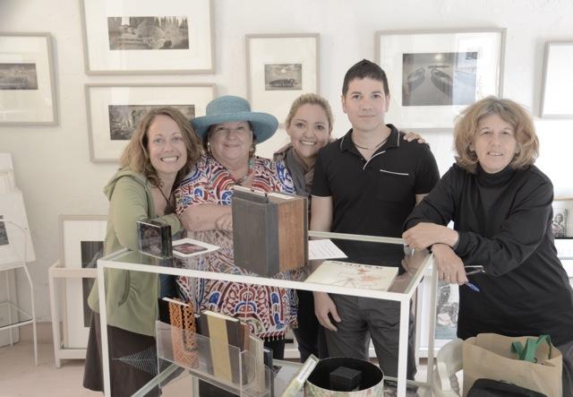 Kenda, Gail, Paulina, Ismael, y Jo (la maestra)